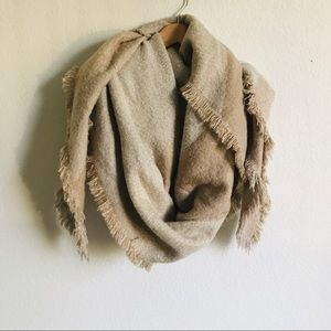 Ecoté Beige and cream blanket Scarf